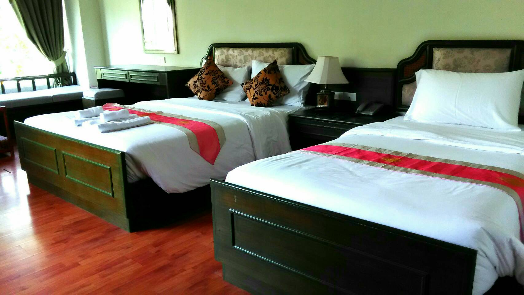 Family Room : 1 double bed, 1 standard bed, and 1 extra bed